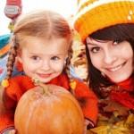 Как следует модно одевать дочь