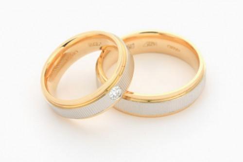 Как правильно подобрать обручальные кольца?