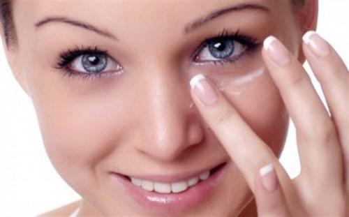 Как ухаживать за областью вокруг глаз
